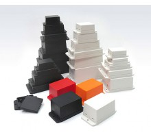 NUB705029BK - пластиковый корпус с фланцами Gainta